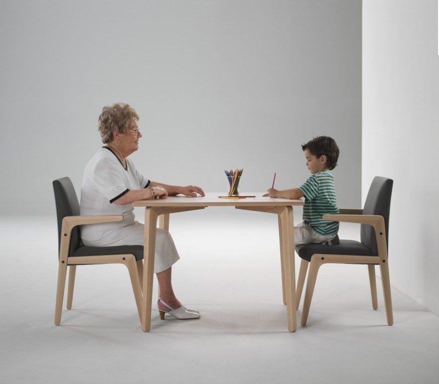 Ergonom a en el mobiliario para ancianos entorno saludable for Sillas para orinar ancianos