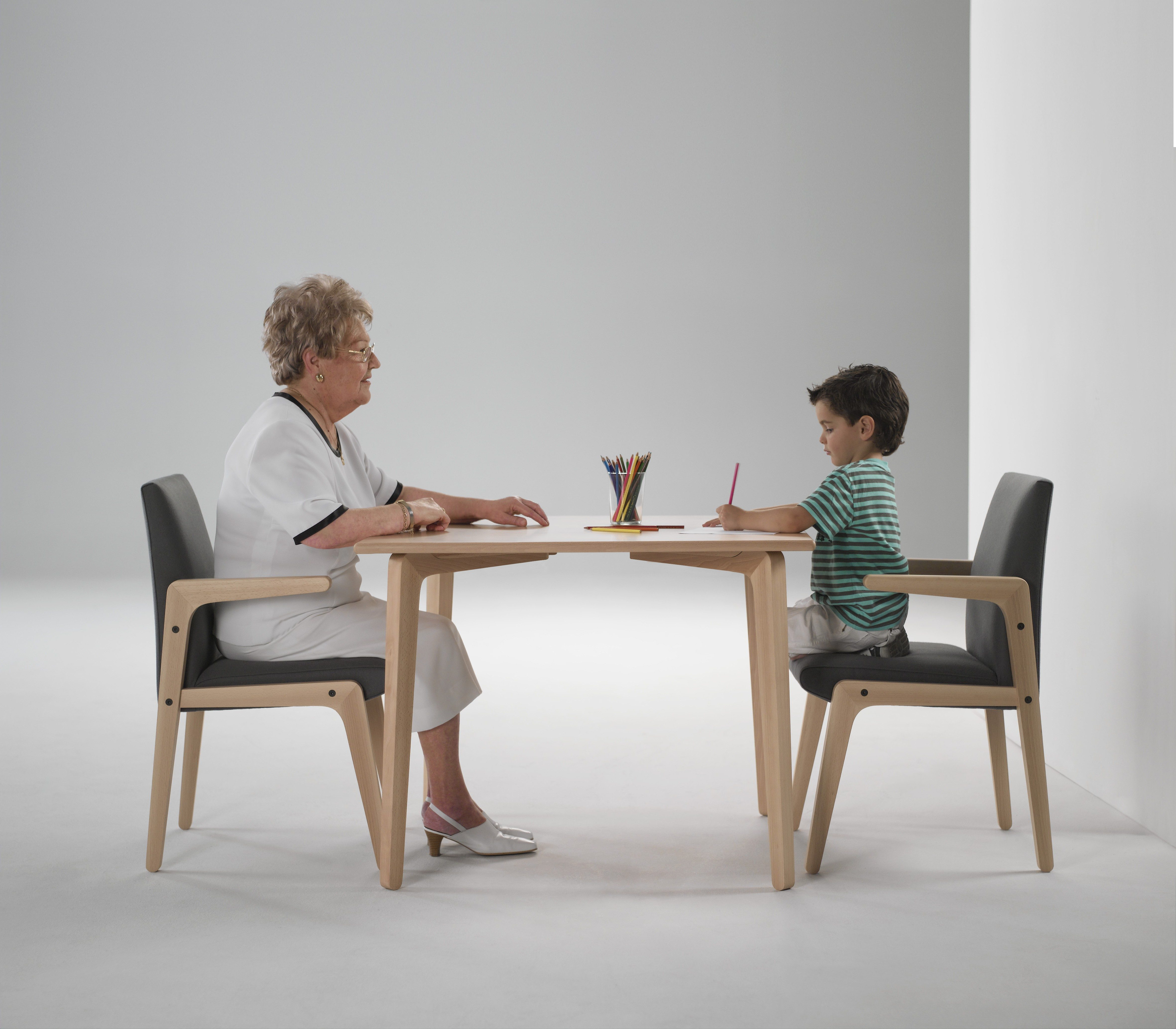 Ergonom a en el mobiliario para ancianos entorno saludable for Muebles ergonomicos