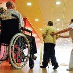 Cómo cuidar la salud de los que trabajan con personas dependientes