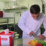 Manipular alimentos: ¿Qué es mejor, con o sin guantes?