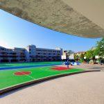 Pavimentos seguros para los patios de la escuela