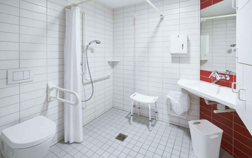 papelmatic-higiene-profesional-sanidad-ducha-geriatrica-residencias-sociosanitarios-1080x675