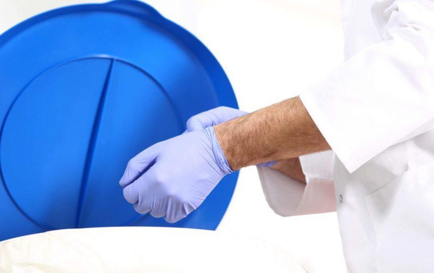 papelmatic-higiene-profesional-como-quitarse-los-guantes-de-forma-segura-980x617