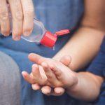 Consejos para elegir gel desinfectante de manos en los colegios